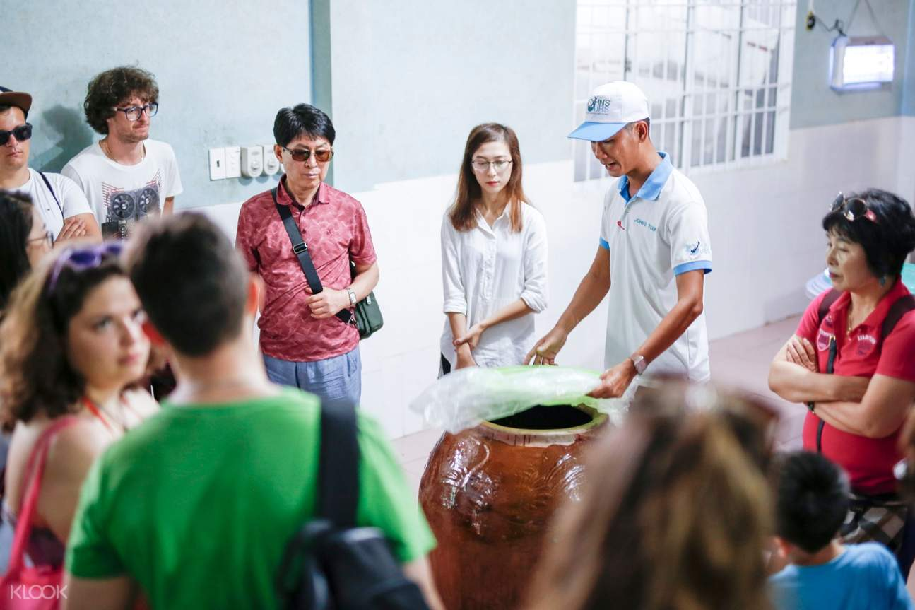 Discover how to make Sim wine at a local distillery